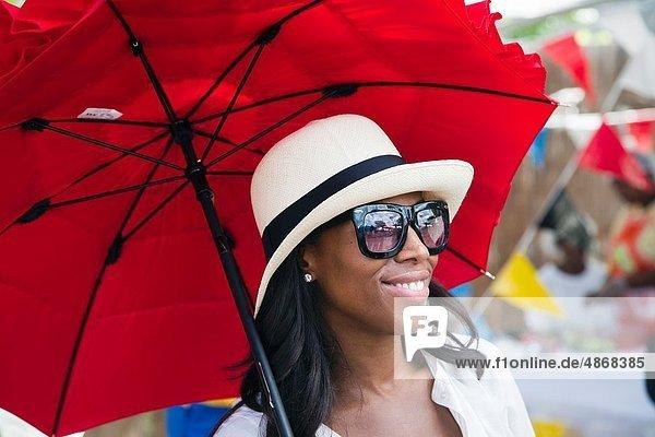 benutzen  Frau  Tag  Fest  festlich  schattig  schwarz  rot  Unabhängigkeit  Sonne