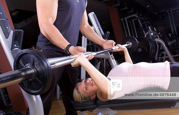 Frau  Kraft  Sport  Training  jung  Studioaufnahme