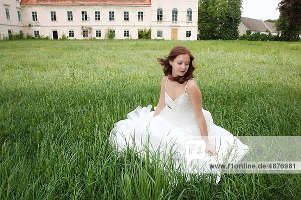Frau  Braut  jung  Kleid