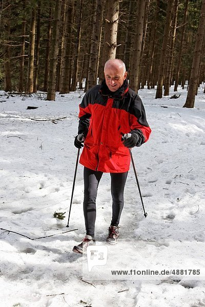 Senior  Senioren  Winter  gehen  Norden  Schnee