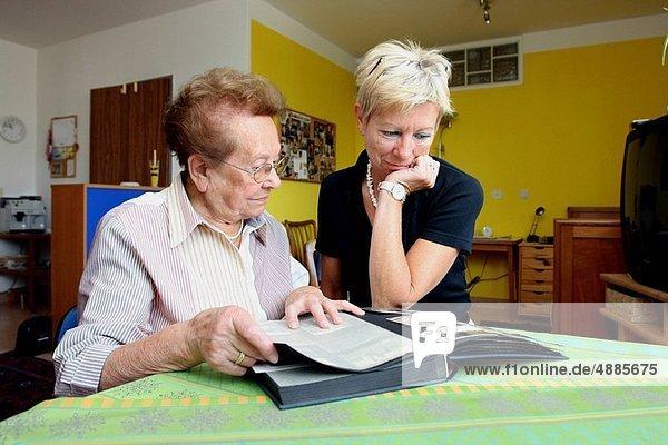 Senior  Senioren  Tochter  Diskussion