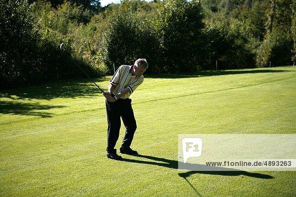 Mann  Golfsport  Golf  alt  spielen