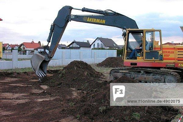 graben gräbt grabend Bagger