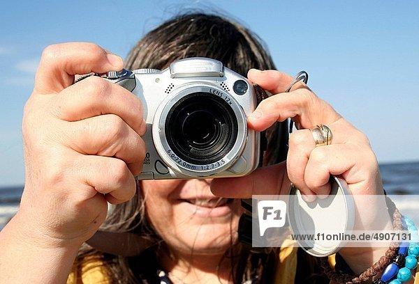 Close_up image of a photographer