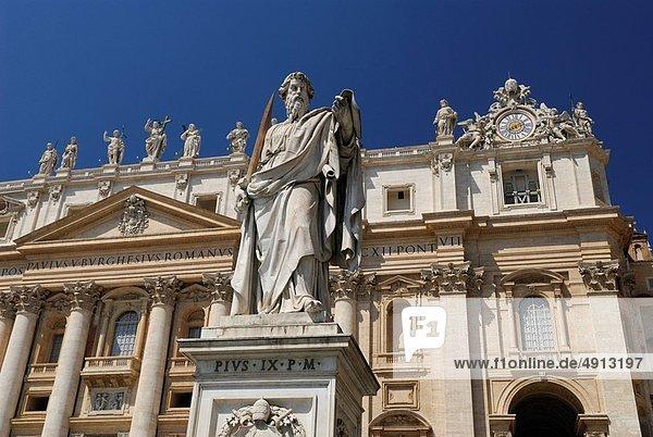 Rom  Hauptstadt  frontal  Statue  Heiligtum  Basilika