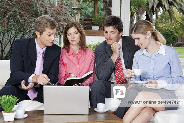 Geschäftsbesprechung Besuch Treffen trifft Wirtschaftsperson Business
