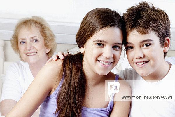 Familie genießen im Schlafzimmer
