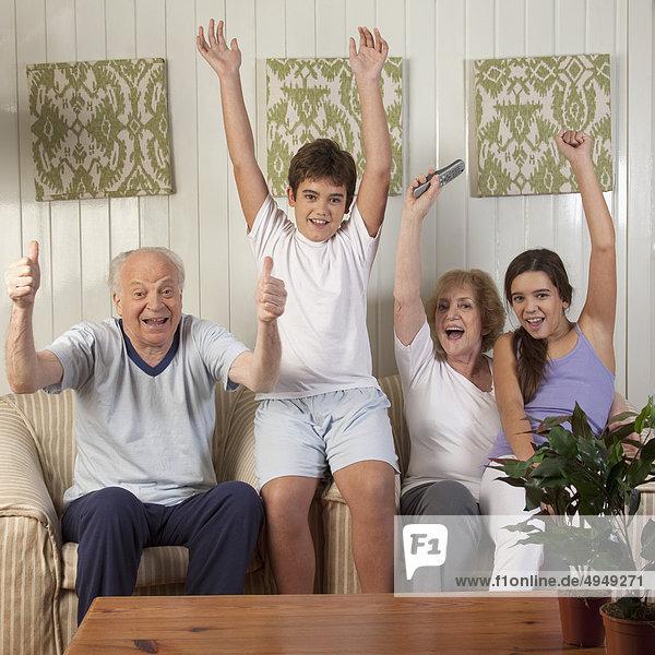 sitzend sehen Zimmer Fernsehen Wohnzimmer sitzend,sehen,Zimmer,Fernsehen,Wohnzimmer