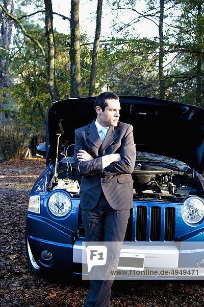 stehend Geschäftsmann Auto frontal stehend,Geschäftsmann,Auto,frontal