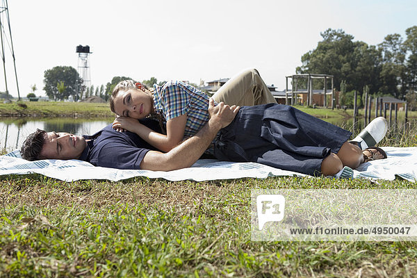 Fröhlichkeit Picknick Feld