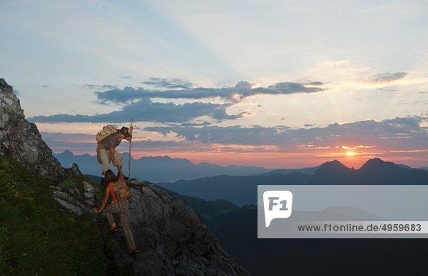 Österreich  Salzburger Land  Altenmarkt-Zauchensee  Paar Kletterberge der Niederen Tauern
