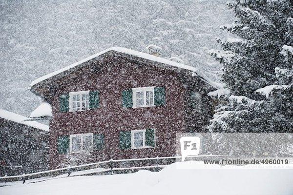 Österreich  Kleinwalsertal  Skigebiet  Berghütte