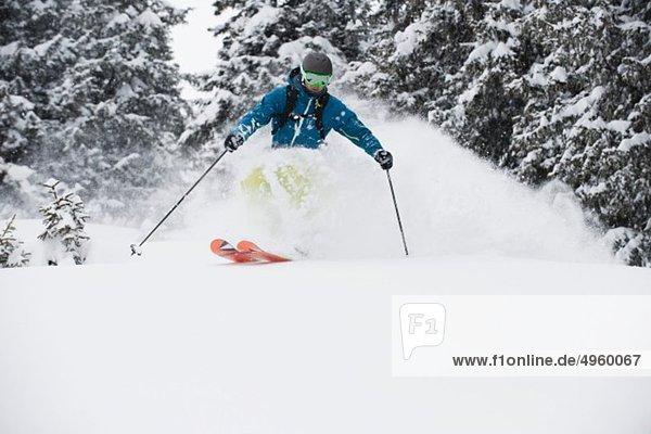 Österreich  Kleinwalsertal  Ma Skifahren