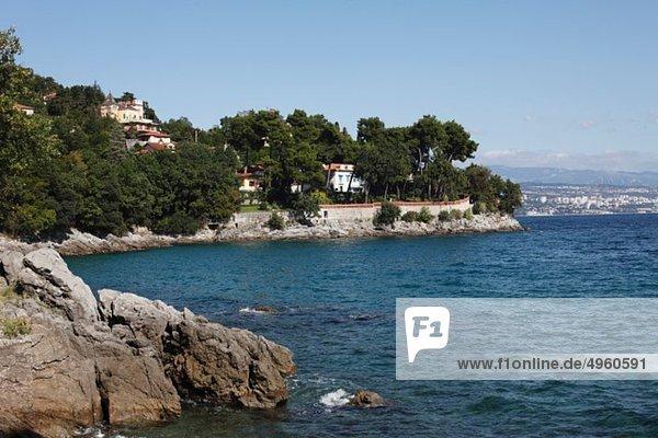 Europa  Kroatien  Istrien  Kvarner Golf  Blick auf die Küste zwischen icici und opatija