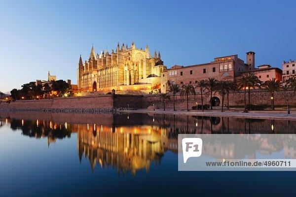 Spanien  Balearische Inseln  Mallorca  Palma de Mallorca  Parc de Mar  Kathedrale La Seu