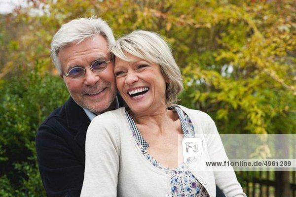 Deutschland  Kratzeburg  Seniorenpaar lächelnd