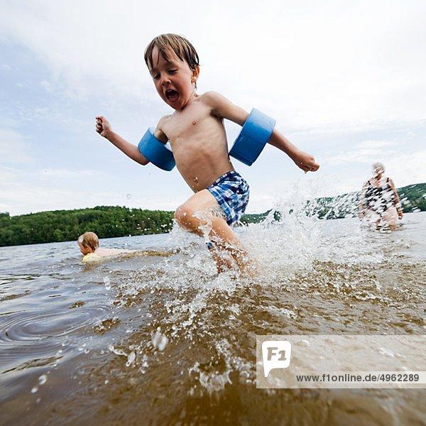 Junge - Person rennen See