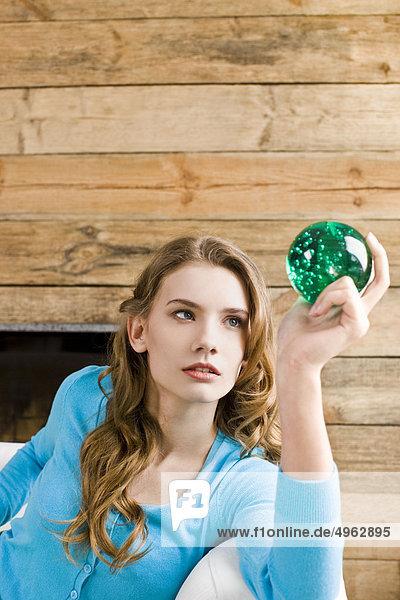 Frau sehen grün