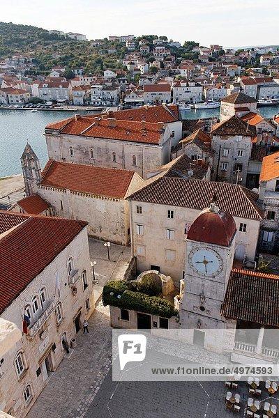 Europa  Halle  Stadt  Quadrat  Quadrate  quadratisch  quadratisches  quadratischer  UNESCO-Welterbe  Jahrhundert  Kroatien  Dalmatien  Trogir