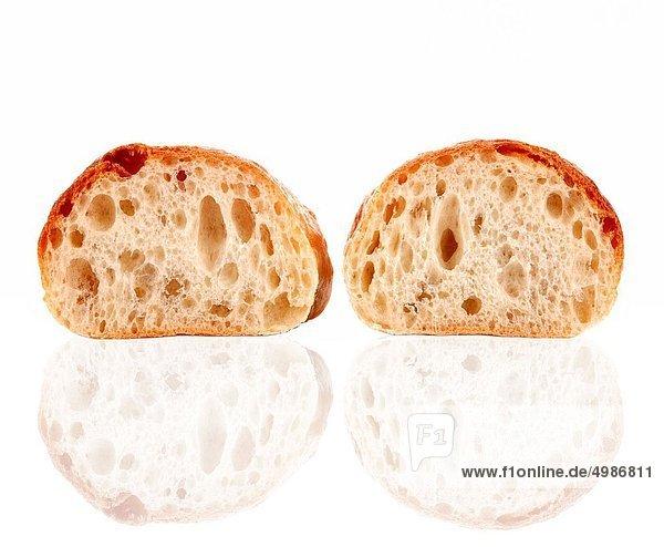 Frische  Brot  Einsamkeit  weiß  Hintergrund  aufgeschnitten