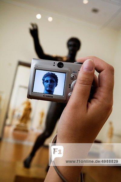 Athen  Hauptstadt  Schiffswrack  Paris Mann  halten  Skulptur  flirten  Held  Museum  Insel  jung  Entdeckung  Apfel  Zimmer  antik  Bronze  Gott  Griechenland  Gegenstand  rechts