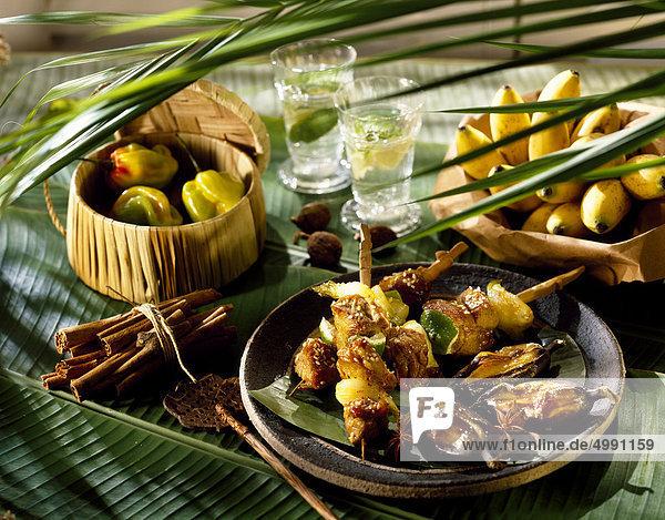 Schweinefleisch und exotischen Obst-Spieße