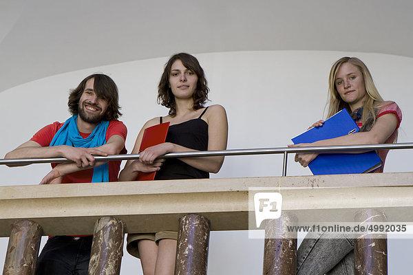 Drei Studenten in der Uni