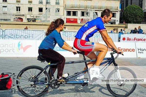 Paris  Hauptstadt  Jugendlicher  Frankreich  geben  Fachleute  französisch  fahren  Athlet  Fahrrad  Rad  Tandem