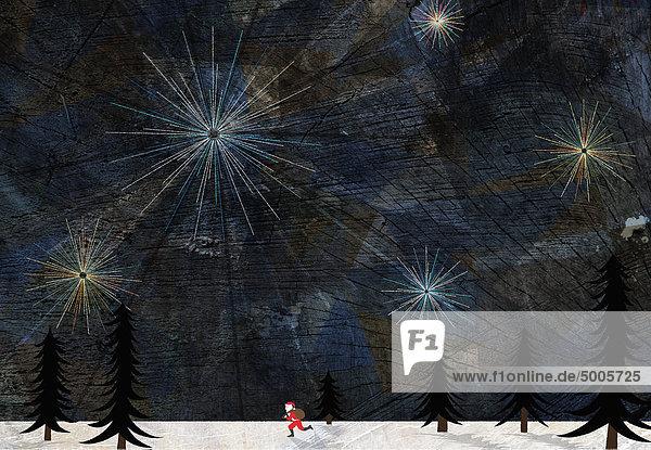 Weihnachtsmann läuft durch eine verschneite Landschaft
