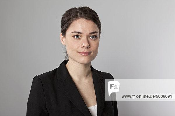Eine Geschäftsfrau  Kopf und Schultern  Portrait