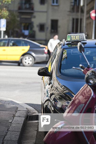 Taxi am Bordstein geparkt