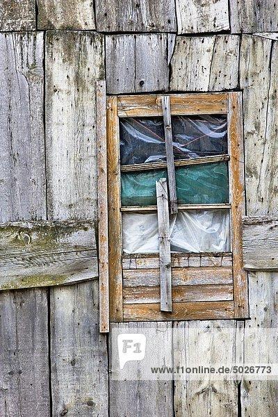Fenster Fassade Hausfassade Holzplanke Katalonien Pyrenäen Spanien Valle