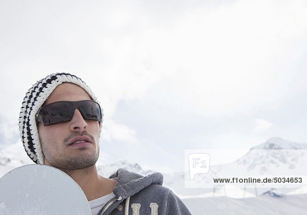 Snowboarder in Winterlandschaft