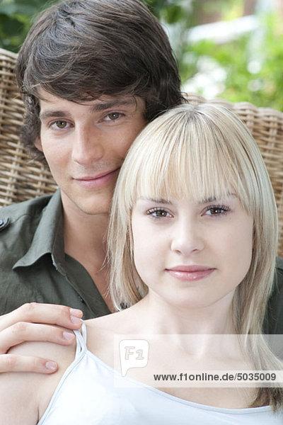 Zuversichtliches Paar im Freien  München  Bayern  Deutschland