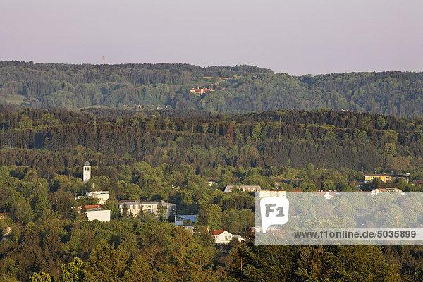 Deutschland  Oberbayern  Geretsried  Blick auf Burg eurasburg