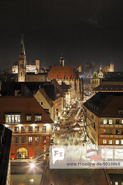 Deutschland  Bayern  Franken  Nürnberg  Hauptmarkt  Stadtansicht mit St. Sebalduskirche Deutschland, Bayern, Franken, Nürnberg, Hauptmarkt, Stadtansicht mit St. Sebalduskirche