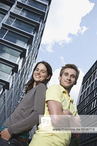 Mann und Frau lächeln  Porträt