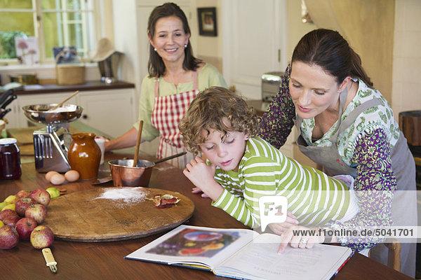 Mehrgenerationen-Familienkost in der Küche