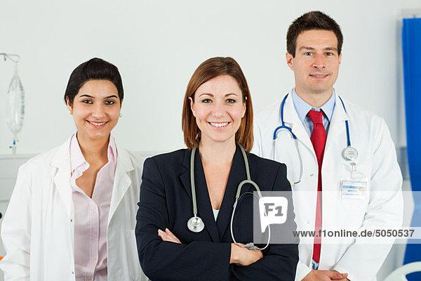 Porträt von drei Ärzten