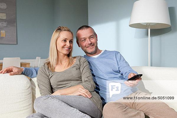 Paar beim Fernsehen