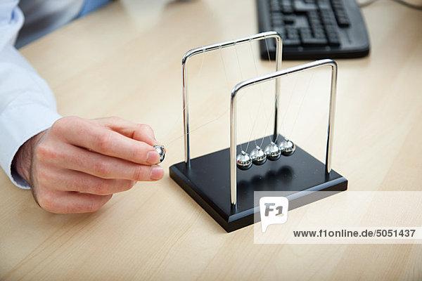 Büroberuf  spielen mit Newton-Halterung