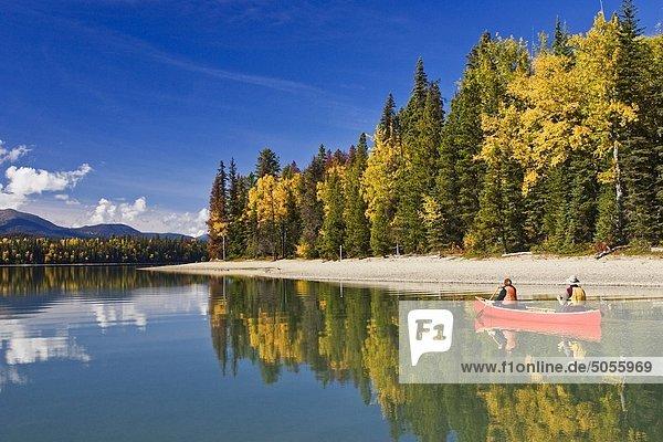 Paddeln in Bowron Lake Park British Columbia Kanada