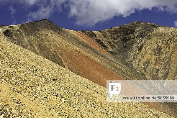 Wandern in der Vulkanlandschaft der Rainbow-Berge von British Columbia Kanada
