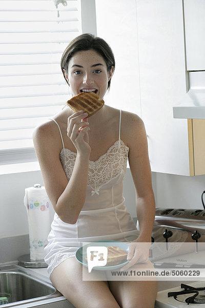 Frau in der Küche  dem Frühstück