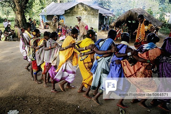 Indien  Orissa  Dorf Tanz