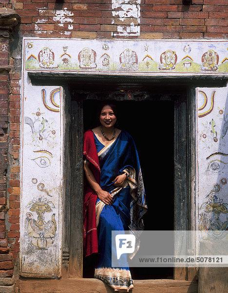 Frau jung Kostüm - Faschingskostüm Nepal Bhaktapur Verkleidung