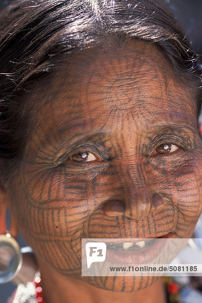 Burma  Arakan  Chin-Frau mit Spiderweb-Tätowierung