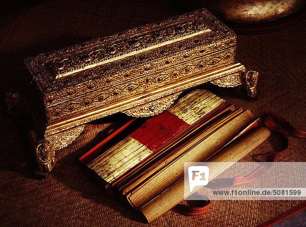 Myanmar (Burma) birmanischer buddhistischen Manuskripte und Regal