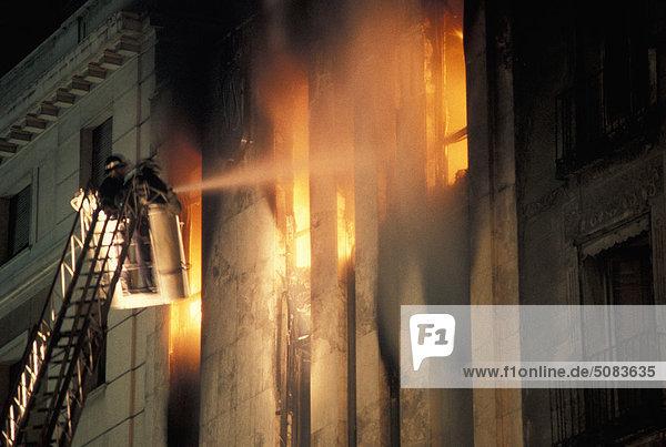 Feuerwehrleute in Aktion