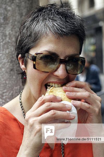 Frau Essen Sandwich